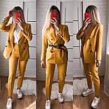 Жіночий стильний брючний костюм з жакетом і брюками в кольорах (Норма), фото 3