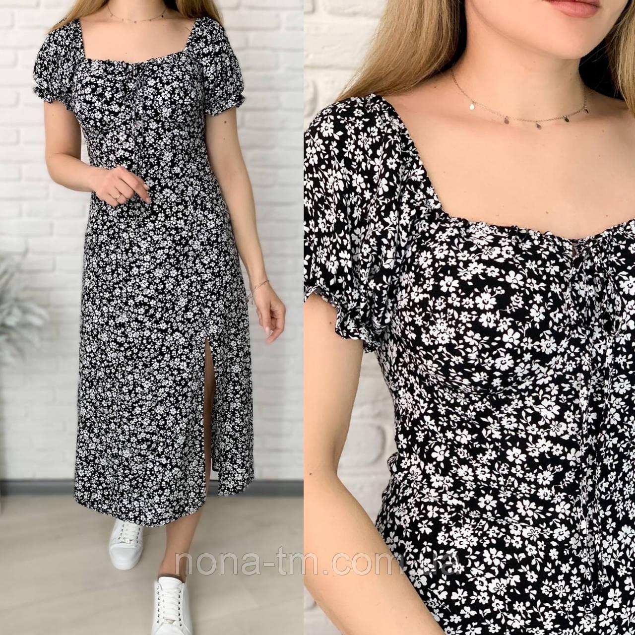 Женское нежное приталенное платье с разрезом в цветочный принт (Норма)