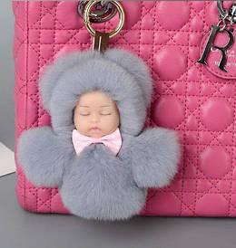 Меховой брелок на сумку. Куколка. 13 см. Бежевый.