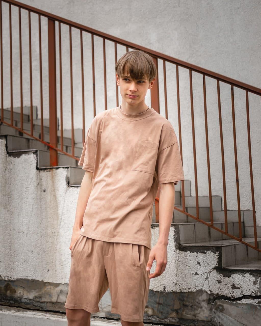 Летний комплект мужской бежевого цвета шорты + футболка