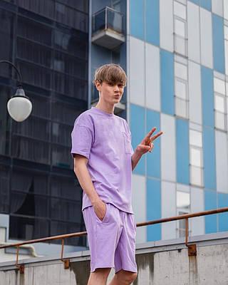 Летний комплект мужской фиолетового цвета шорты + футболка