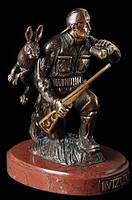 Бронзовая статуэтка Vizuri Охотник на мраморной подставке