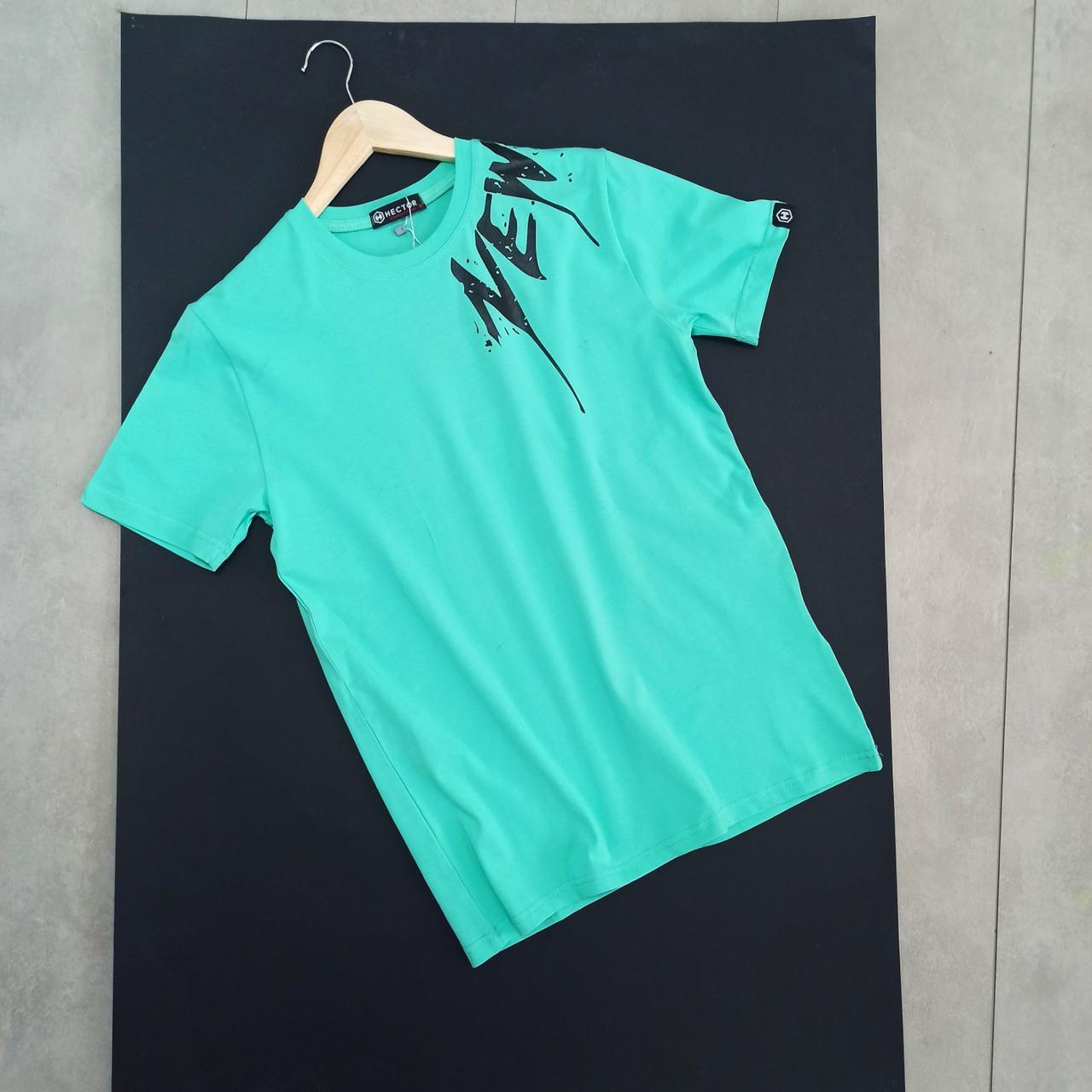 Яскрава футболка чоловіча з логотопом NEW