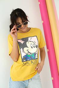 Женская желтая футболка с принтом Микки Мауса