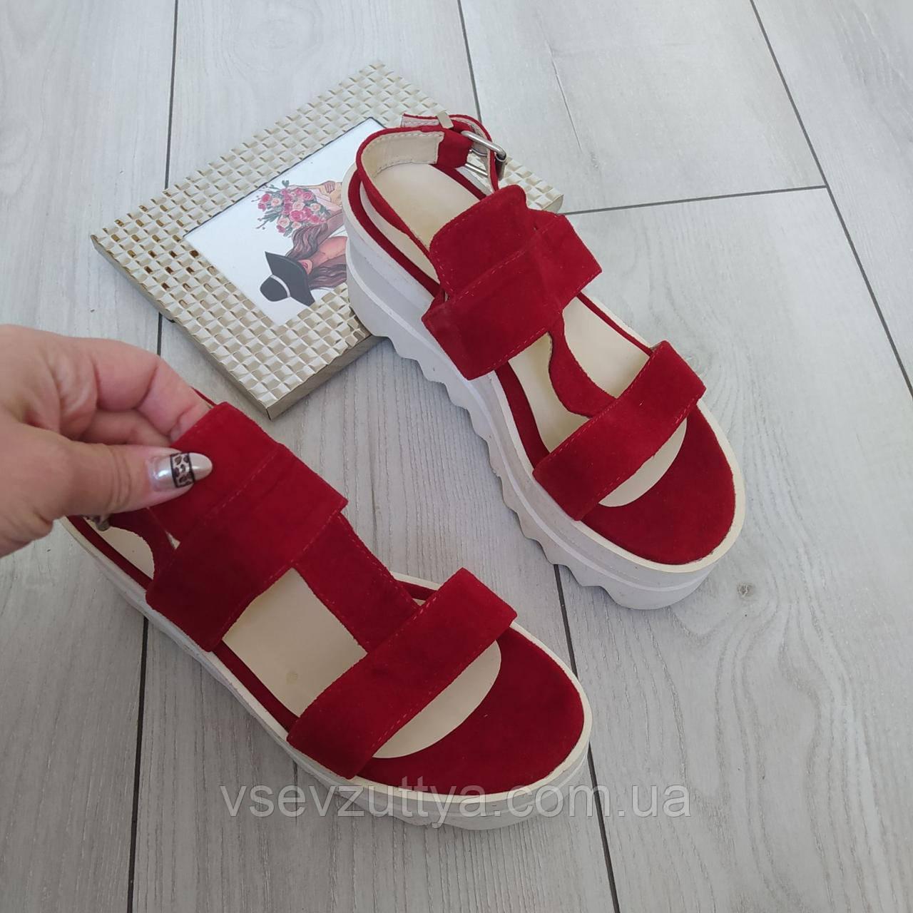 Босоніжки шкіряні жіночі червоні Soldi 37р