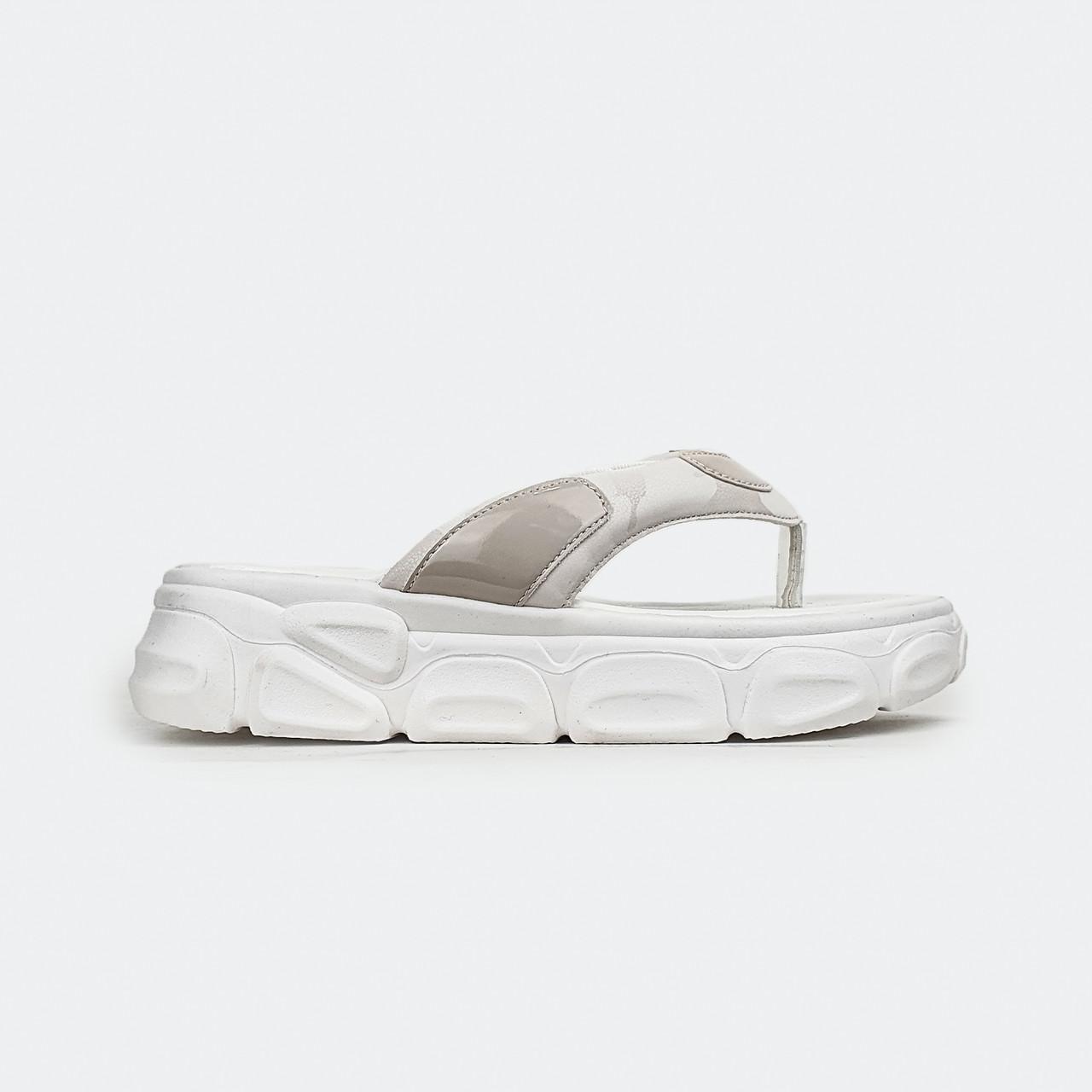 Удобные, модные шлепанцы через палец на платформе белые Fashion 888-1
