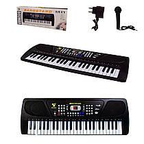 Дитячий синтезатор (орган, фортепіано) на 49 клавіш, мікрофон, працює від мережі.