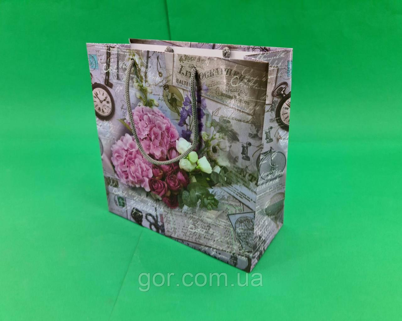 Пакет подарунковий паперовий квадратний и 23*24*10(артKV-183) (12 шт)