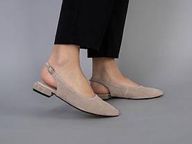 Балетки женские замшевые бежевые на маленьком каблуке