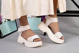 Жіночі бежеві шкіряні сандалі вставками з білої сітки