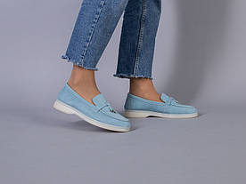 Лоферы женские замшевые голубого цвета на низком ходу