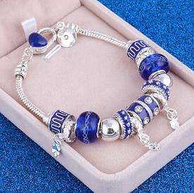 Жіночий браслет з шармами синій код 1610