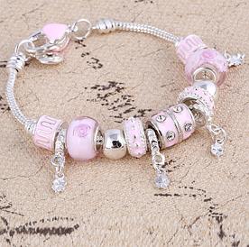 Жіночий браслет з шармами рожевий код 1610