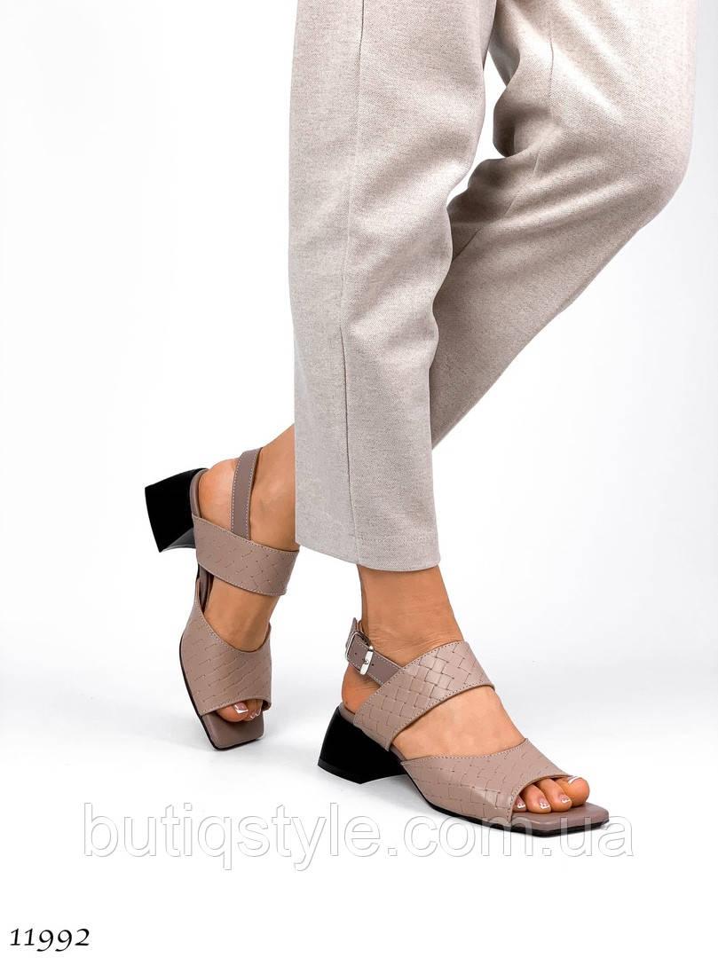 Женские плетеные босоножки беж натуральная кожа на каблуке