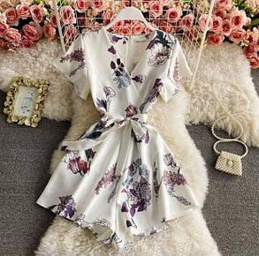 Женский комбинезон в белом цвете