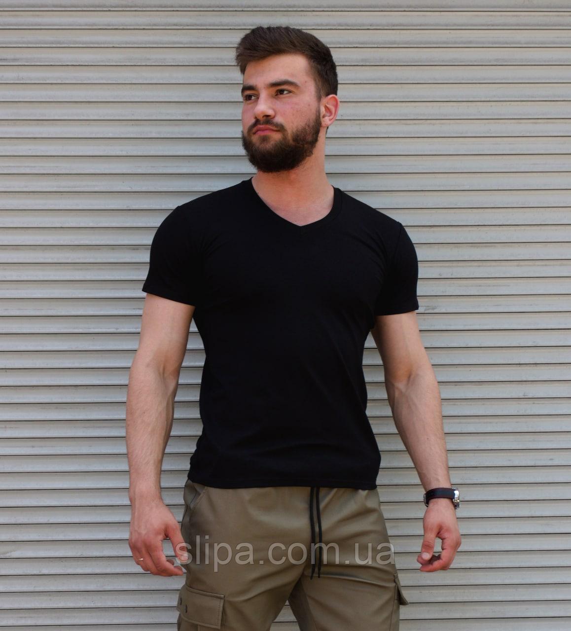 Мужская черная футболка однотонная, вырез мыс
