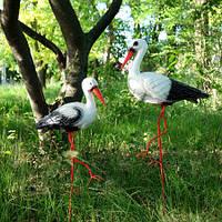 Садовые фигуры Пара аистов - садовый декор из керамики на металлических лапках