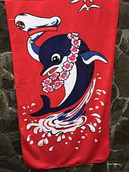 """Коврик полотенце банное для пляжа  красное из микрофибры 65х130 """"Милый дельфин"""""""