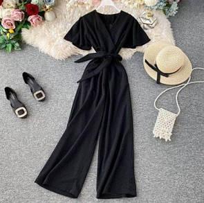 Женский комбинезон в черном цвете
