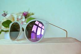 Солнцезащитные зеркальные очки в полупрозрачной оправе