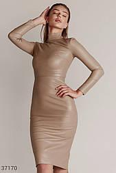 Облегающее платье миди из эко-кожи бежевое