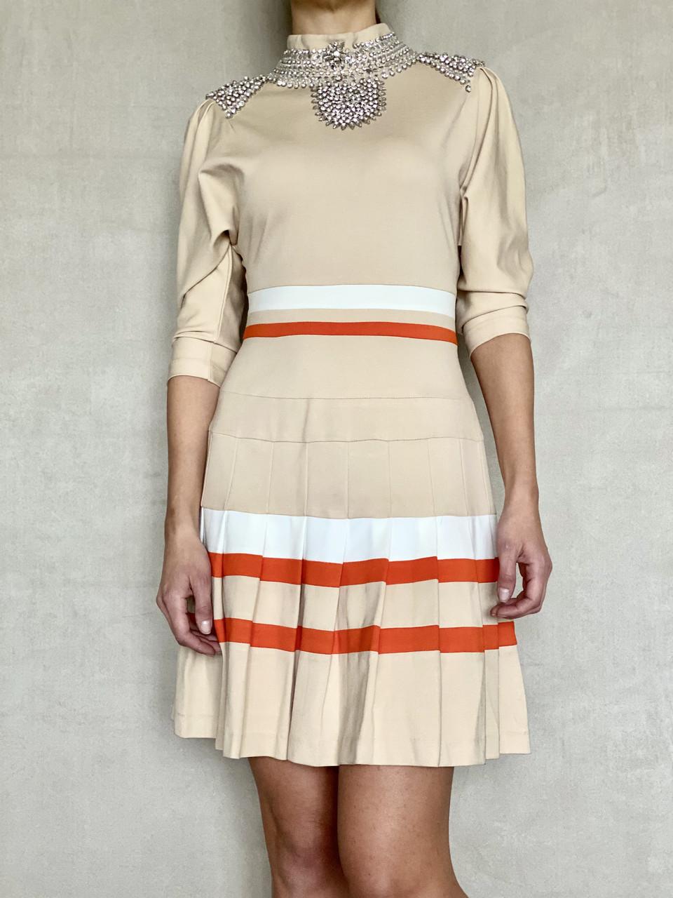 Платье женское светлое с камнями Swarovski бренд LUX копия яркое стильное молодежное приталенное