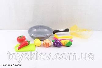 Овочі і фрукти 685 (84шт 2) діляться навпіл, в сковороді,з досточкой,черпаками, в сітці 18*6*18см