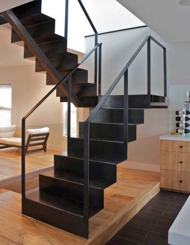 Лестницы железные заказать под покраску