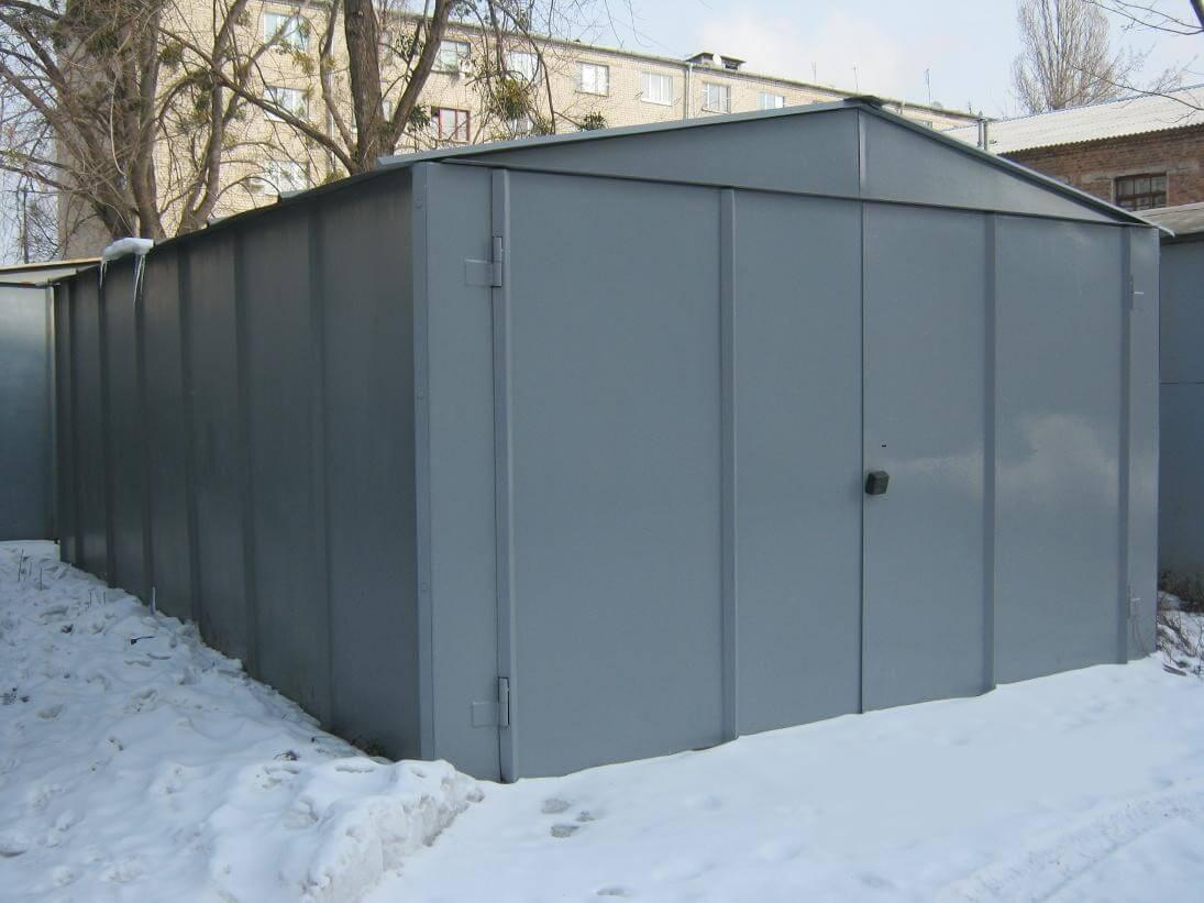 двухэтажный гараж из кирпича
