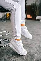 Кожаные кроссовки Nike Air Force 1 classic для девушек. Женская обувь белого цвета Найк Аир Форс классик