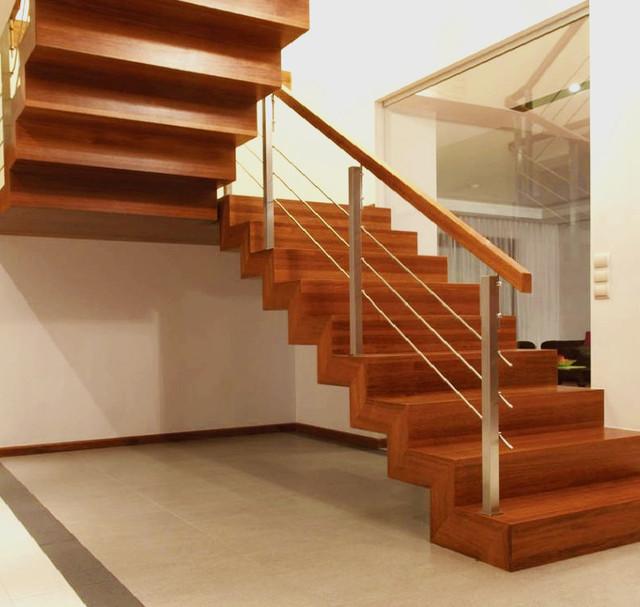 Деревянные перила и лестницы