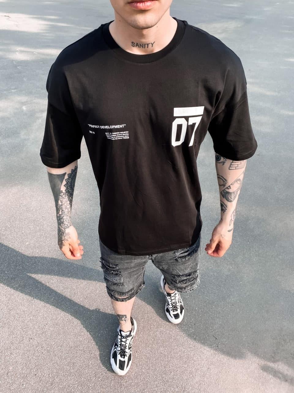 Черная футболка оверсайз мужская 07