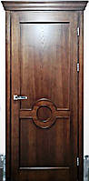Двері міжкімнатні з різьбленими елементами і карнизом, масив ясеня