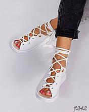 Женские белые сандалии с шнуровкой на низком ходу