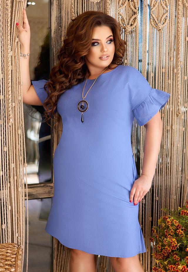 Летнее приталенное платье с кулоном больших размеров