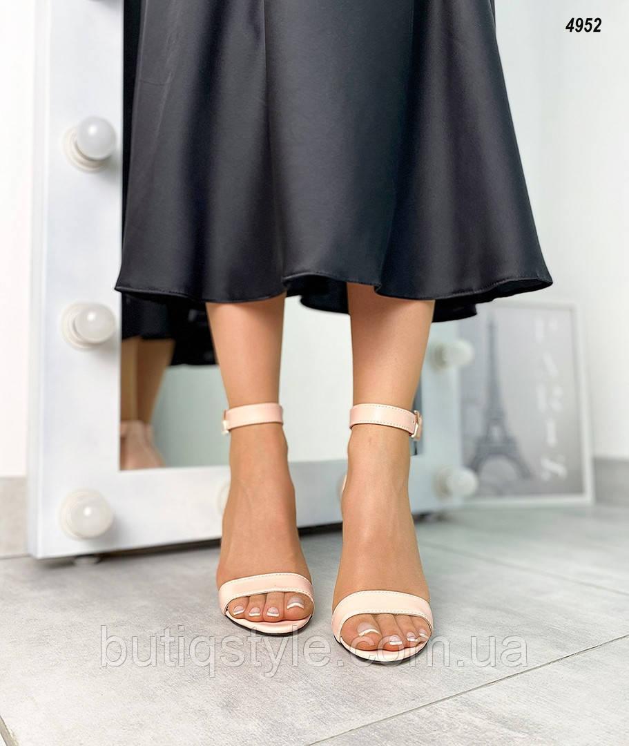 Жіночі босоніжки пудра натуральна шкіра на підборах