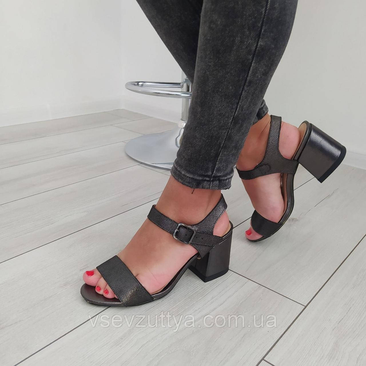 Босоніжки шкіряні жіночі чорні на каблуку