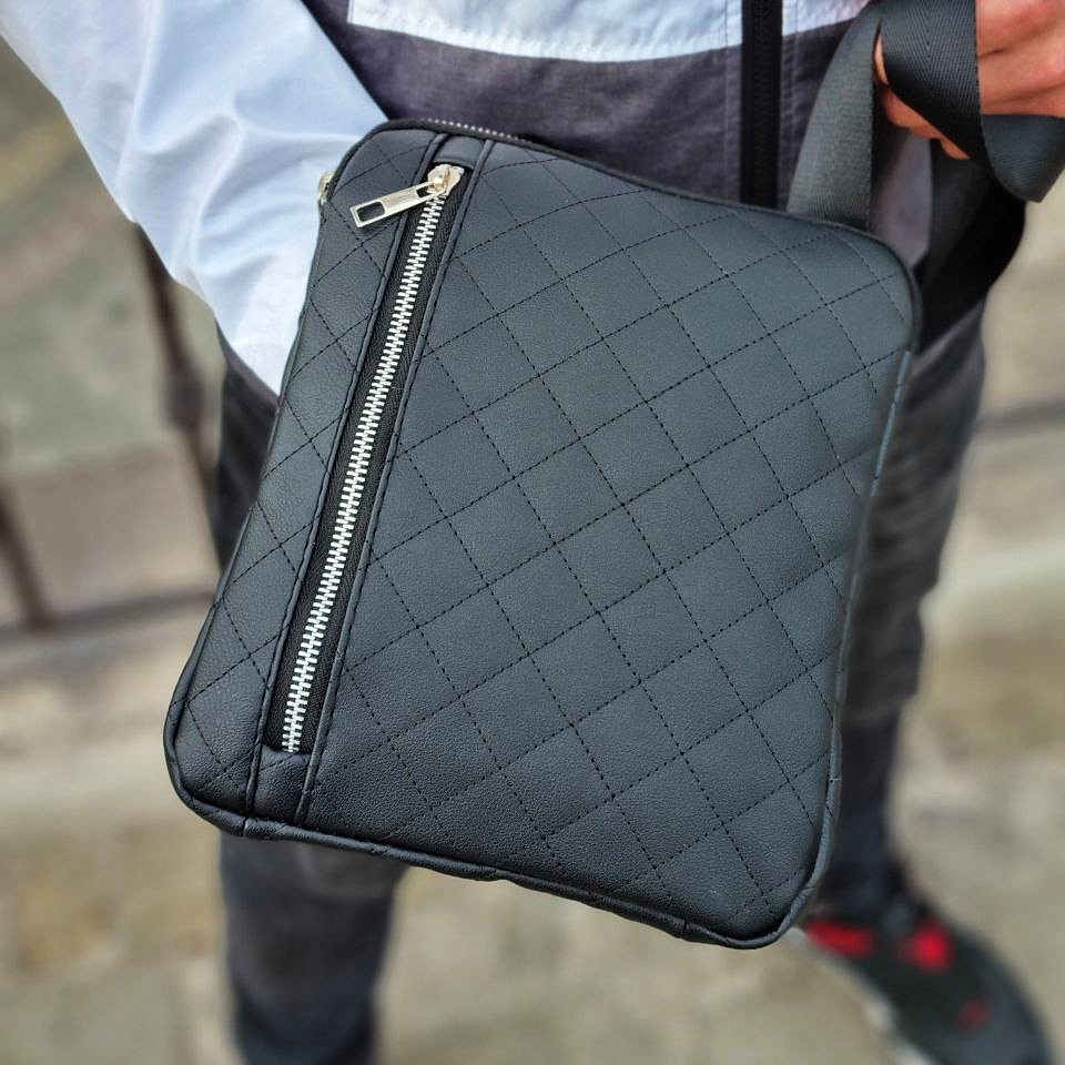 Мужская стильная сумка барсетка через плечо стеганая черная эко-кожа .