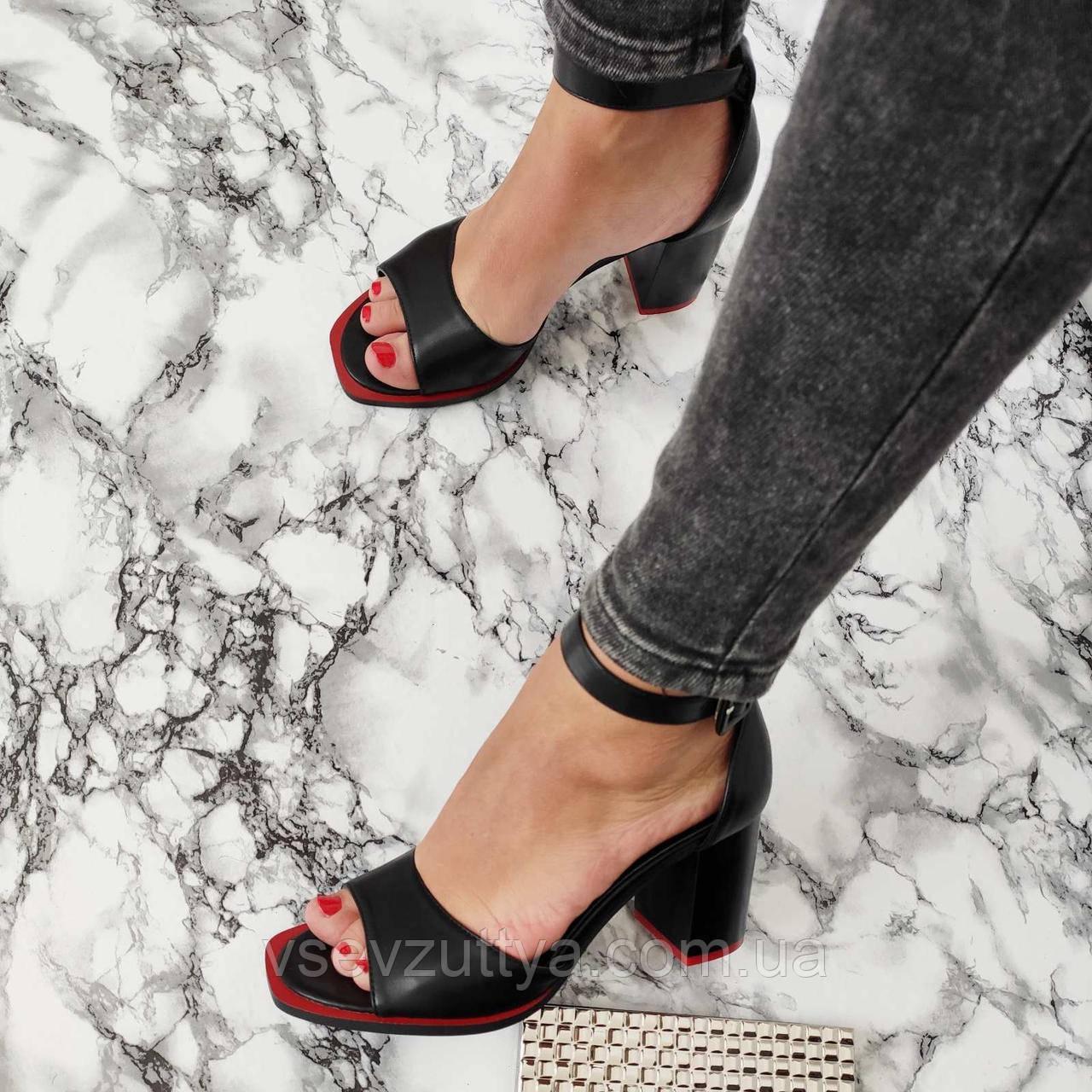 Босоножки женские черные на каблуке