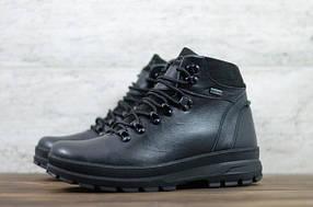 Зимові чоловічі кросівки і черевики