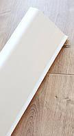 Плинтус пластиковый Идеал Деконика 70 мм 001-G Белый Глянцевый, с мягкими краями, высокий, с кабель каналом