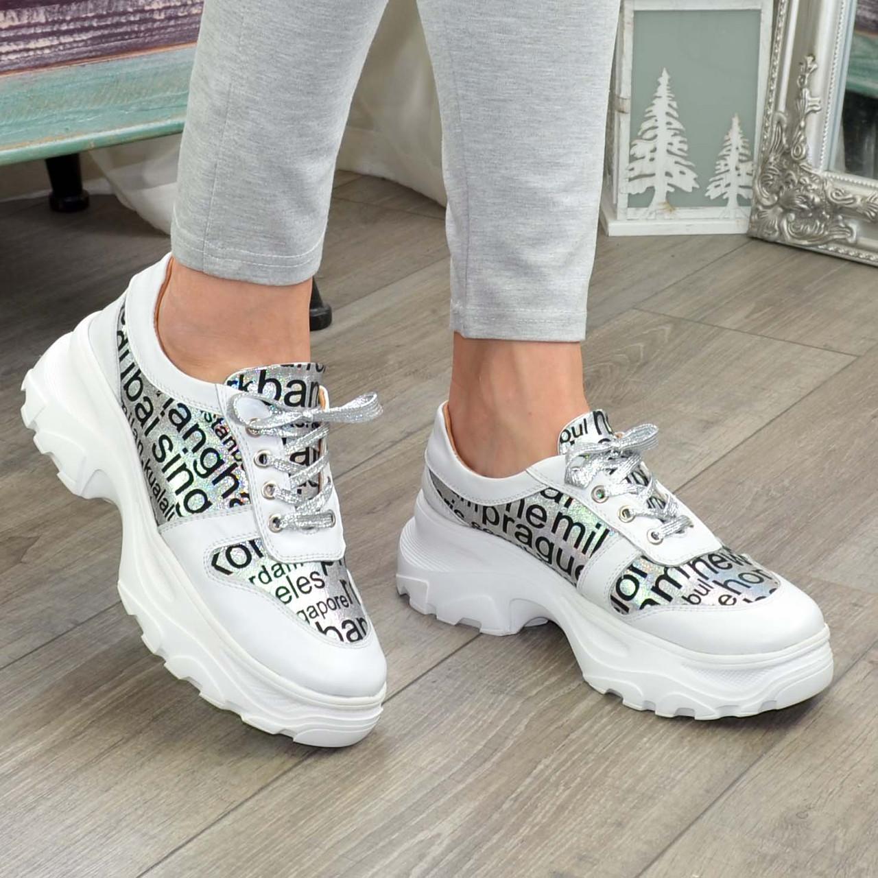 Кросівки жіночі на шнурівці, колір білий/літера