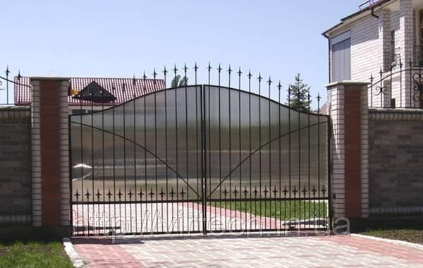 Ворота распашные, зашивка поликарбонат