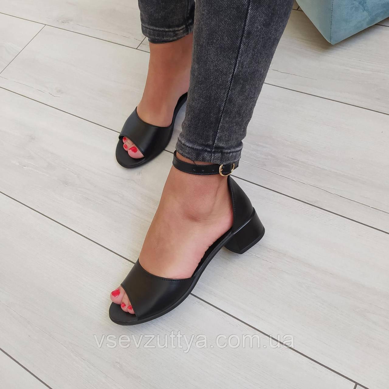 Босоножки кожаные женские черные на низком каблуке