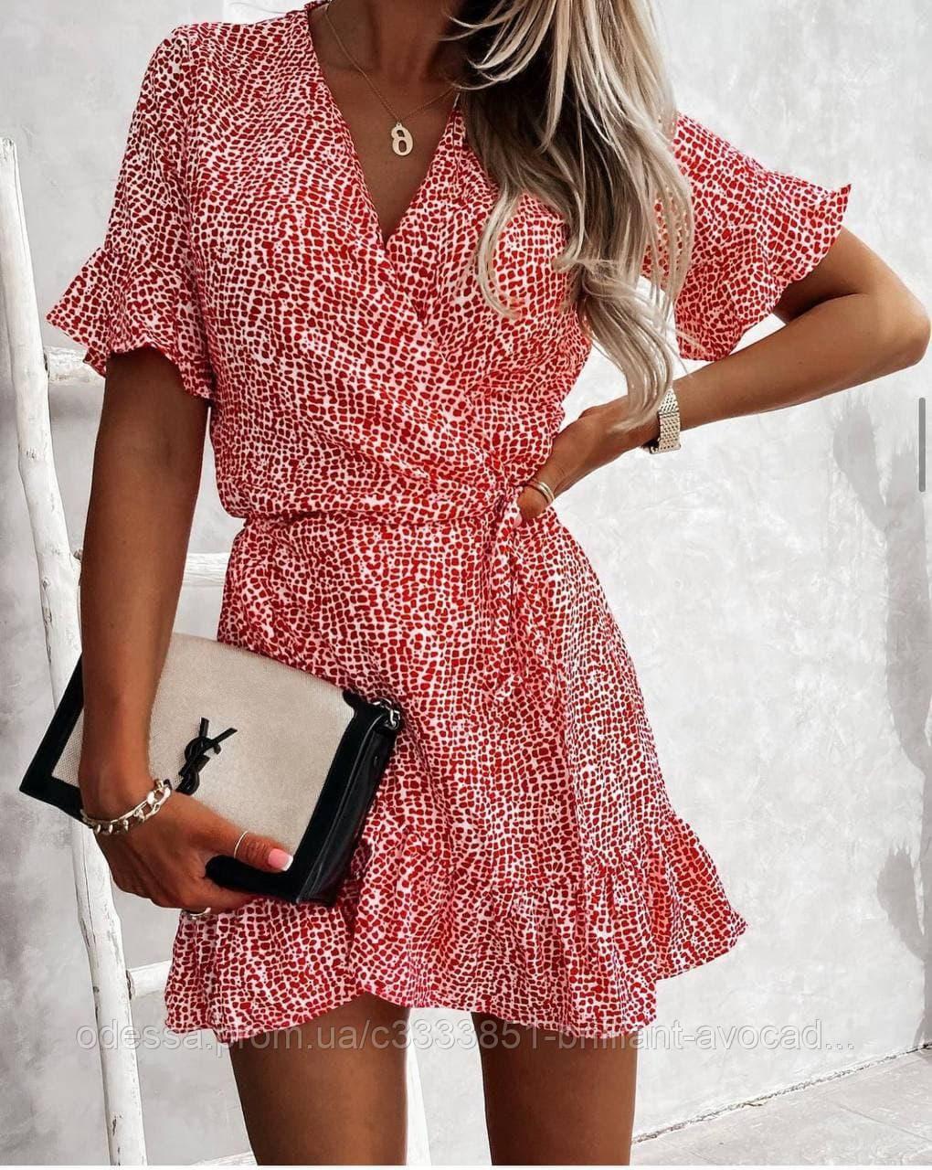 Женское стильное мини платье на запах с цветочным принтом