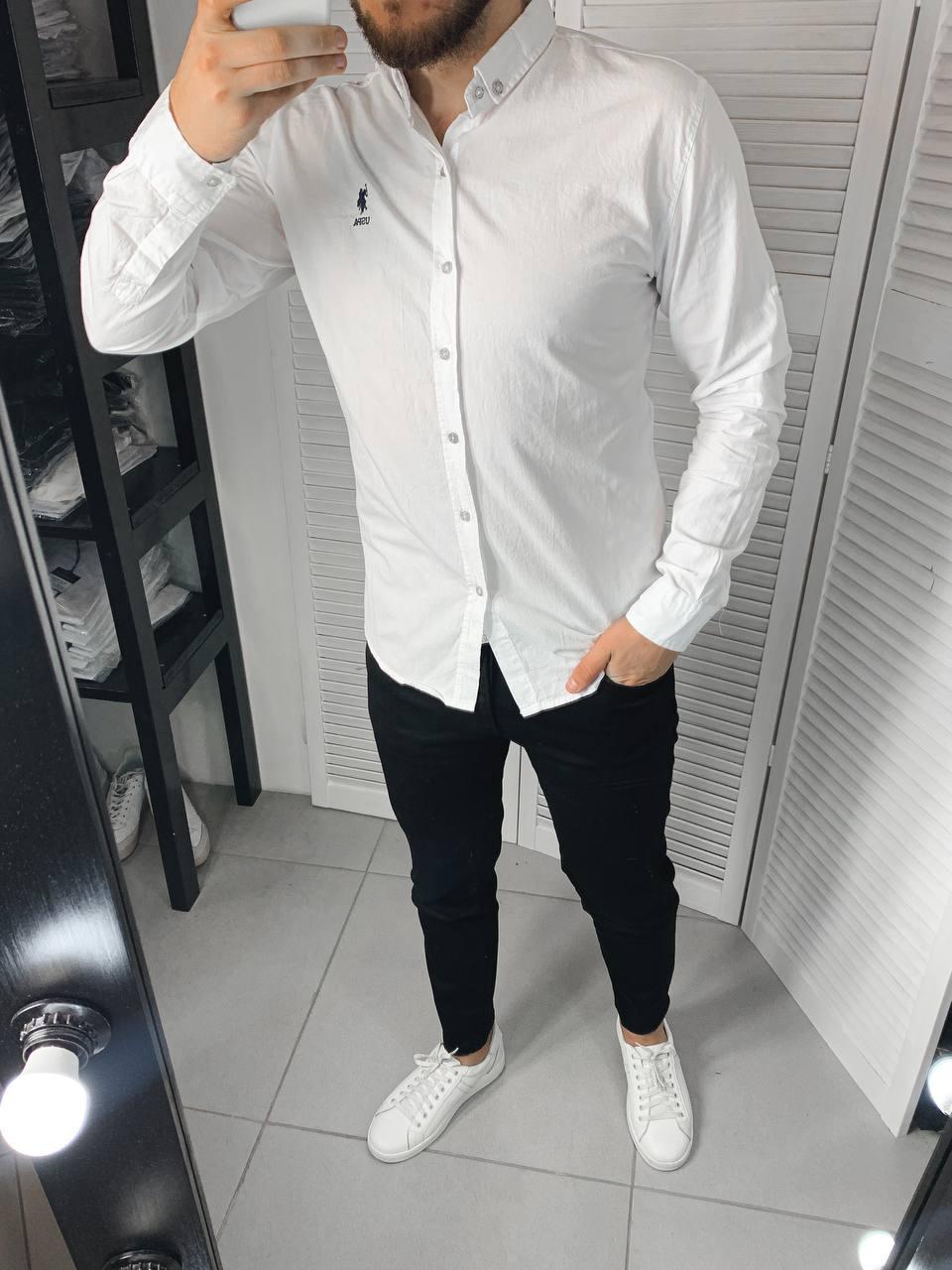 Мужская рубашка белого цвета однотонная