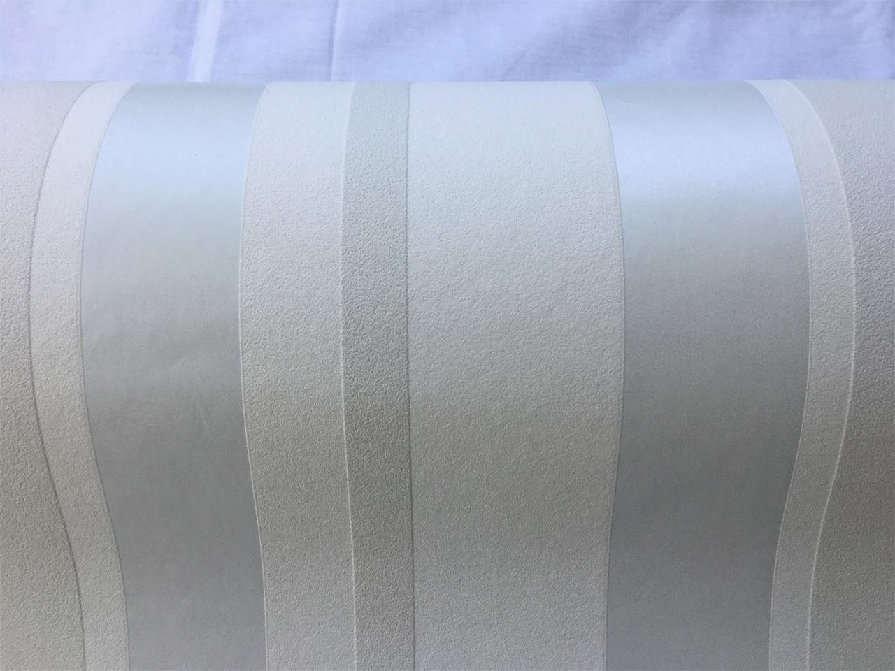 Белые виниловые обои в платиновую, серебристую полоску  - металлик 138835, глянцевую на матовом фоне