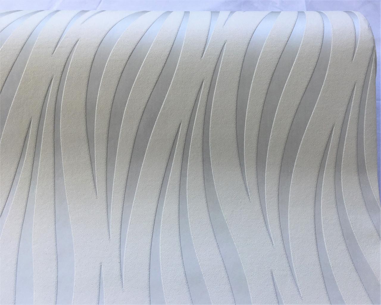 Стильные белые обои 139030 с волнистым абстрактным металлизированным рисунком под серебро платину, виниловые