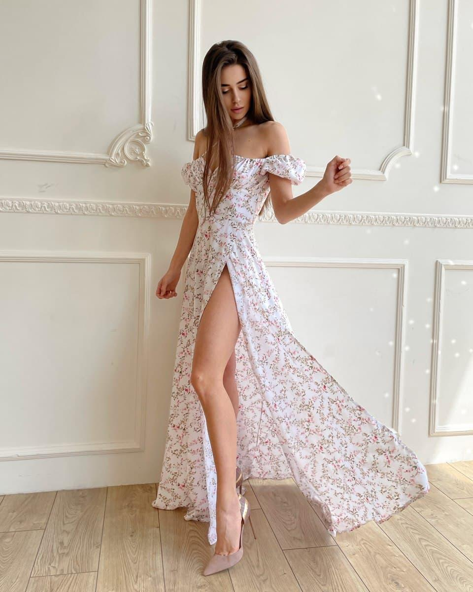 Летнее платье миди в цветочный принт с открытыми плечами и разрезом на ноге (р. S, M) 66032505Q