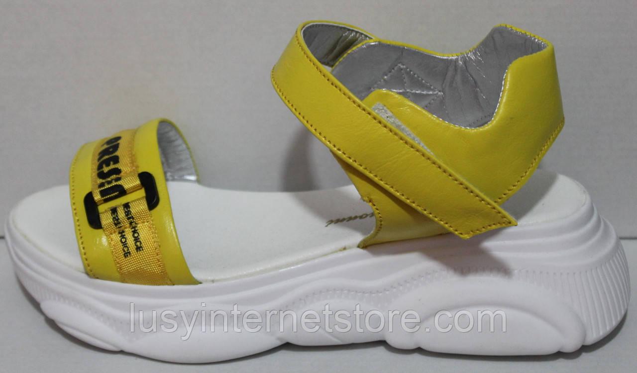 Яскраві босоніжки на платформі шкіряні від виробника модель КИС2105